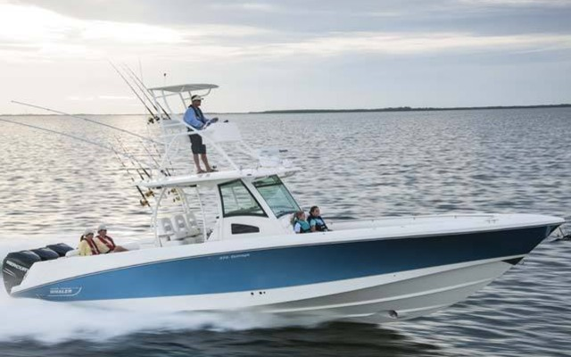 2013 Boston Whaler 370 Outrage - Tests, news, photos, videos and